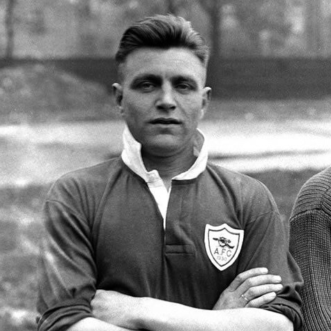 A BORN CAPTAIN. THE EDDIE HAPGOOD STORY